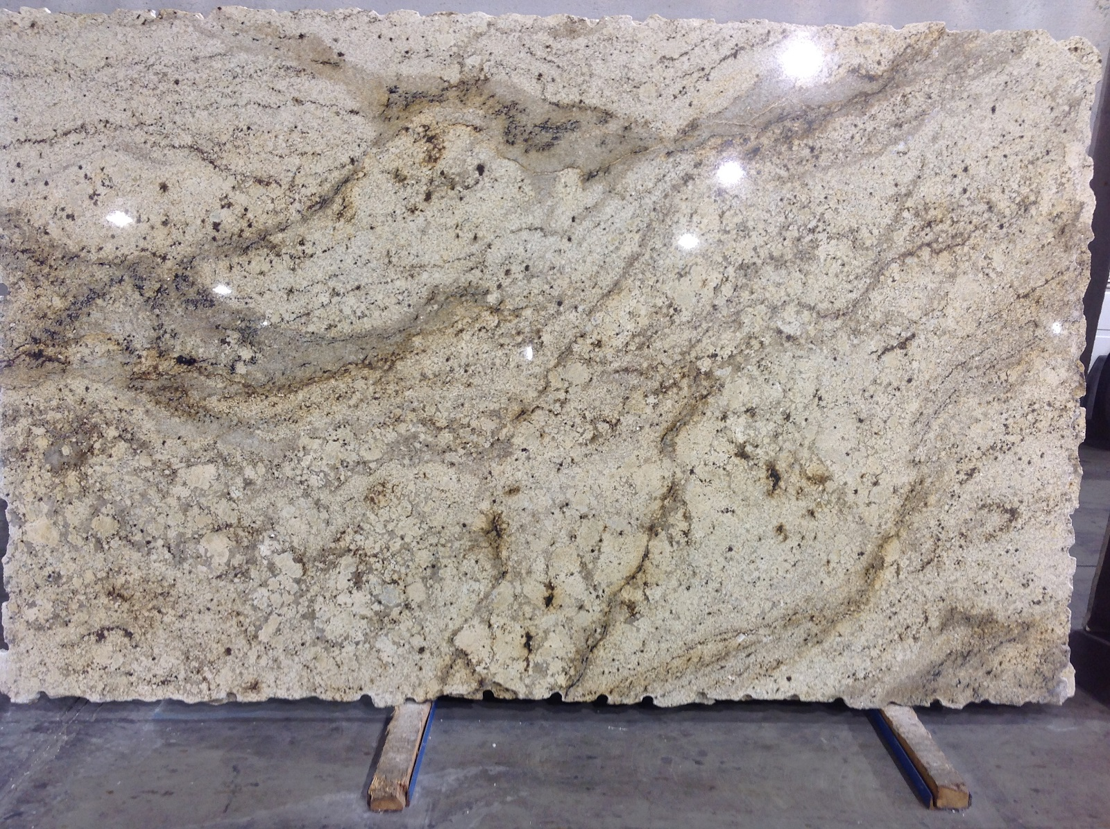 What Color Is Granite : Sienna beige extra omicron granite tile